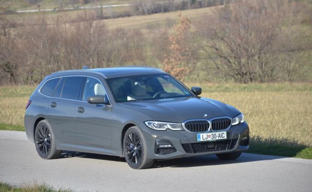 BMW 330d touring ima danes v bavarski hiši veliko več tekmecev kot nekoč, a ostaja pojem uporabnega klasičnega avtomobila. FOTO: Gašper Boncelj