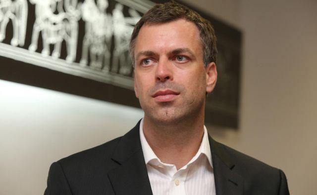 <br /> Novomeški župan <strong>Gregor Macedoni </strong>ne namerava odstopiti s položaja<strong> </strong>predsednika Zveze mestnih občin Slovenije.