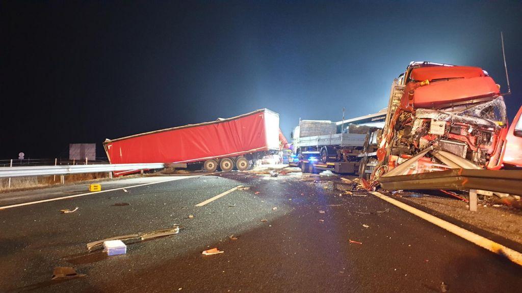 V nesreči na gorenjski avtocesti udeleženi tujci, kriva je bila neprilagojena hitrost