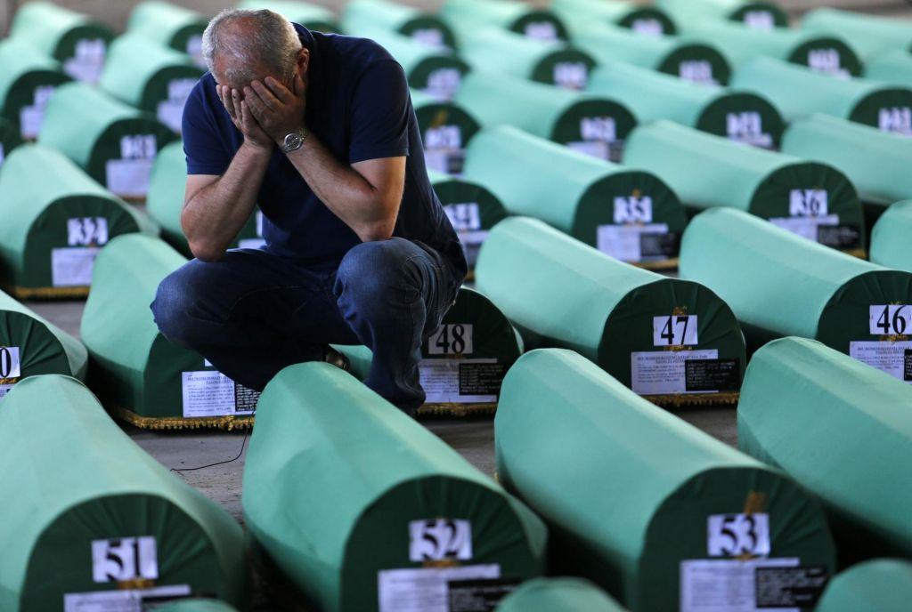 Odgovornost nizozemskih modrih čelad za pokol Bošnjakov