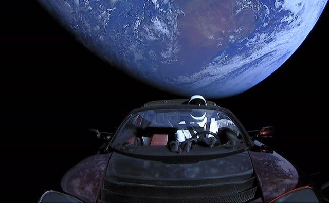 Tesla je v vesolje posla roadster in vrednost podjetja na borzi. Foto Spacex