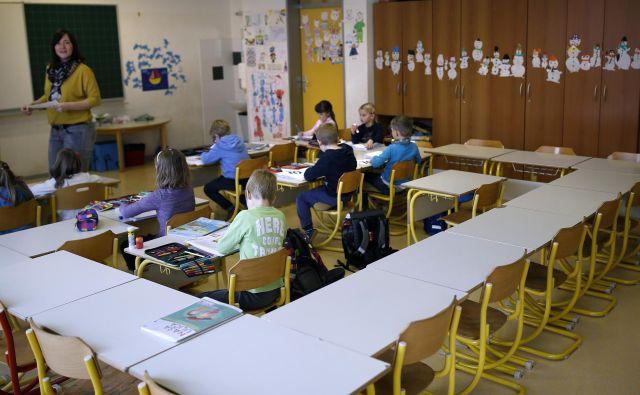 Skoraj prazen razred na O�Š Škofljica. Foto: Bla�ž Samec/Delo