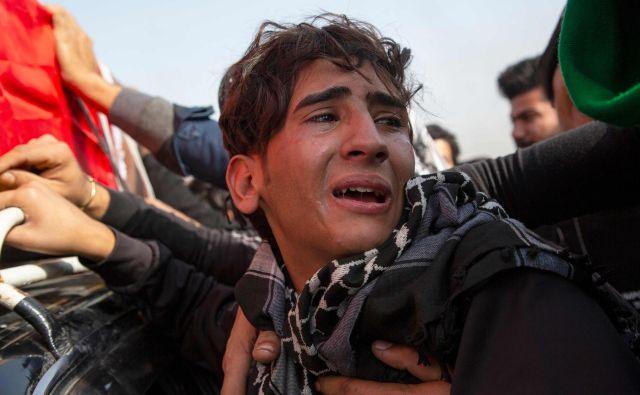 Protestniki že več tednov zahtevajo reformo političnega sistema, razgradnjo političnih elit. Režim jim odgovarja z nasiljem. FOTO: AFP