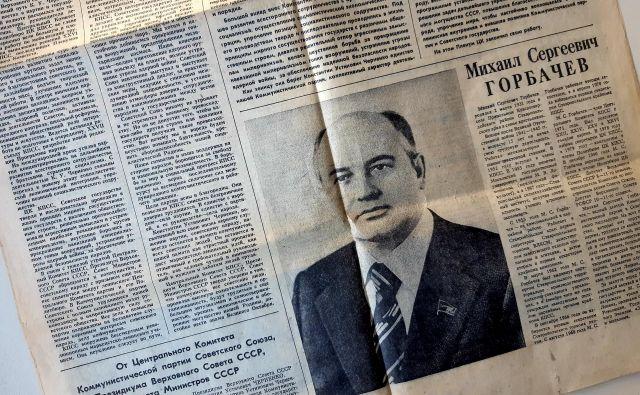 Pravda, 12. marca 1985, s podobo novega generalnega sekretarja Mihaila Gorbačova na naslovnici FOTO: Ali Žerdin