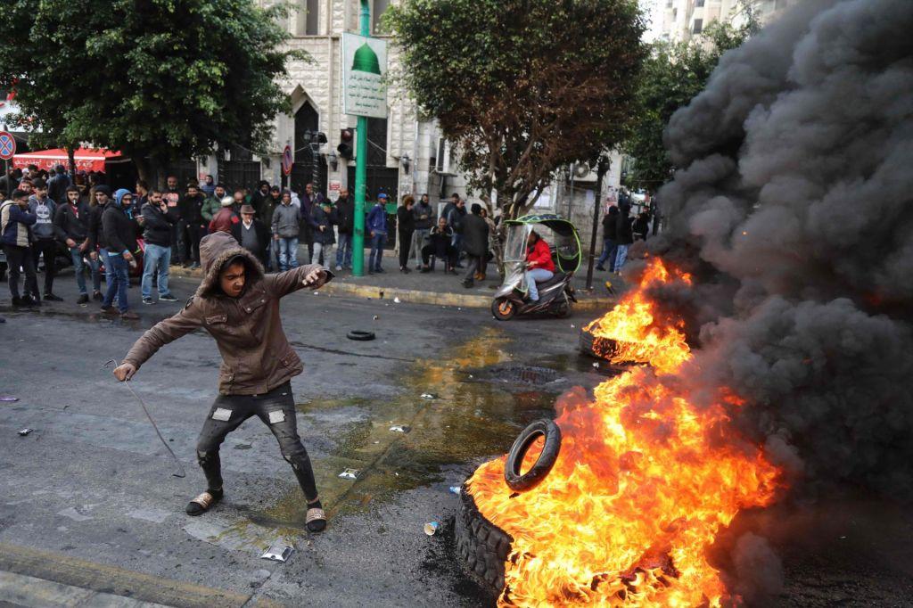 FOTO:Nov kabinet ministrov pričakovano ni prepričal libanonskih protestnikov