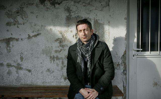 Borut Marolt je ravnatelj Zavoda za vzgojo in izobraževanje Logatec in pevec pank skupine Niet. FOTO: Blaž Samec/Delo