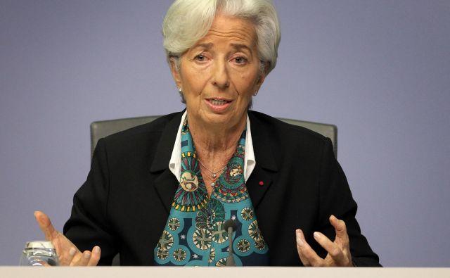 Nova predsednica ECB Christine Lagarde bo morala takoj na začetku mandata krepko zavihati rokave, da bo opravila strateški pregled in nato dosegla vsaj minimalen konsenz za morebitne spremembe v vodenju denarne politike. FOTO: Daniel Roland/AFP