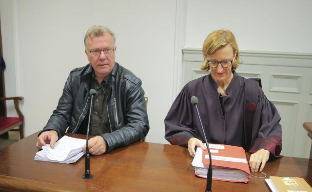 Bojan Rajšek in njegova pooblaščenka, odvetnica Jasna Zakonjšek, sta bila s svojimi argumenti bolj prepričljiva. FOTO: Jože Suhadolnik/Delo