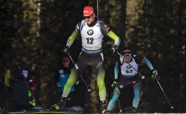 Jakov Fak se je odločno lotil pokljuške tekme na 20 km, vrhunsko uvrstitev pa mu je odnesla ena napaka na strelišču. FOTO: Matej Družnik/Delo