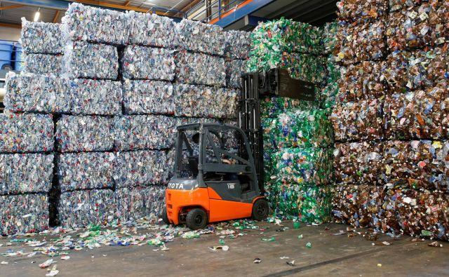 Do leta 2050 bi lahko skoraj 60 odstotkov proizvodnje plastike temeljilo na ponovni uporabi in reciklaži. Foto Reuters