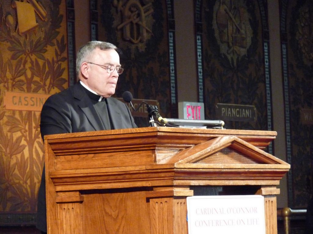 Papež Frančišek zamenjal konservativnega nadškofa