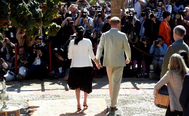 Kljub vsemu bosta do spomladi še imenovana vojvoda in vojvodinja Susseška medijsko pozornost potrebovala tudi pri dobrodelnih dejavnostih, ki jih napovedujeta. Fotografiji Reuters