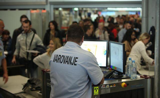 Vrste na letališčih ... Foto: Jure Eržen/ Delo