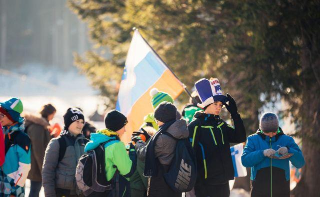 Ob moški posamični preizkušnji na <strong>Rudnem polju </strong>so odmevali glasovi otrok iz kar 36 slovenskih osnovnih šol, ki so si v sklopu akcije Otroci Triglava na Pokljuki ogledali tekmo svetovnega pokala. Foto: Anže Kacin