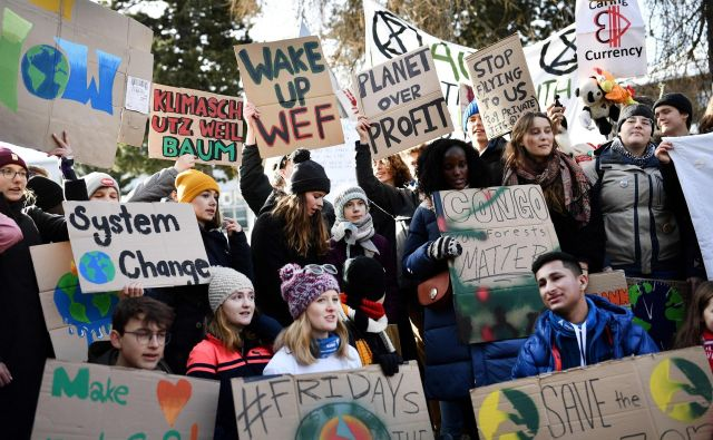 Mladi na Svetovnem gospodarskem forumu niso opozarjali le na podnebne spremembe, temveč tudi na druge pereče probleme. Foto AFP
