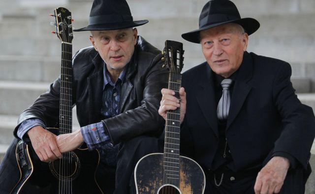 Dva Kreslina in dve črni kitari.<br /> Foto Tomi Lombar
