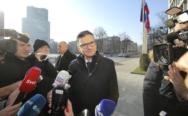 Na sejo Knovsa sem prišel iz spoštovanja do institucij, do parlamentarizma, ni pa to kakšno pretirano spoštovanje do tistih, ki vodijo Knovs, je povedal premier Marjan Šarec. FOTO: Jože Suhadolnik