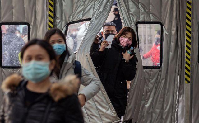 Pretekli virusni izbruhi (sars leta 2003 in mers leta 2012) so imeli majhen vpliv na gospodarsko aktivnost. Ta se je zmanjšala za nekaj desetink odstotne točke, učinek pa je trajal manj kot pol leta. Foto AFP