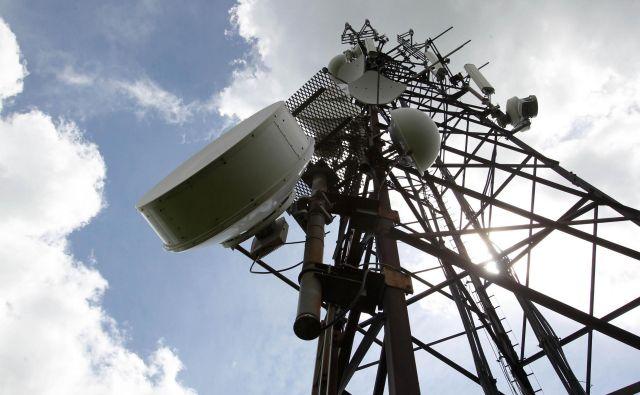 »Resolucija 1815 Sveta Evrope iz leta 2011 pravi, da elektromagnetna sevanja predstavljajo tveganje za ljudi, živali in rastline.« Foto Dejan Javornik