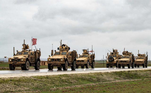 Pentagon je pretekli teden potrdil, da so dodatni zdravniški pregledi odkrili travmatične poškodbe pri 11 vojakih, sedaj je to število naraslo na 34, vendar pa se je 17 vojakov že vrnilo na aktivno dolžnost. FOTO: Delil Souleiman/AFP
