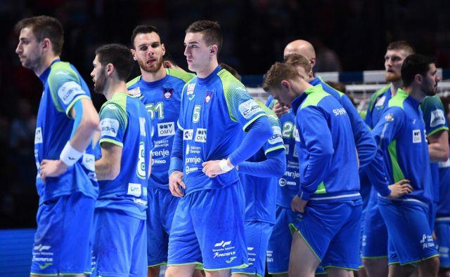 Slovenski rokometaši so bili zelo razočarani zaradi poraza v tekmi za 3. mesto. FOTO: AFP