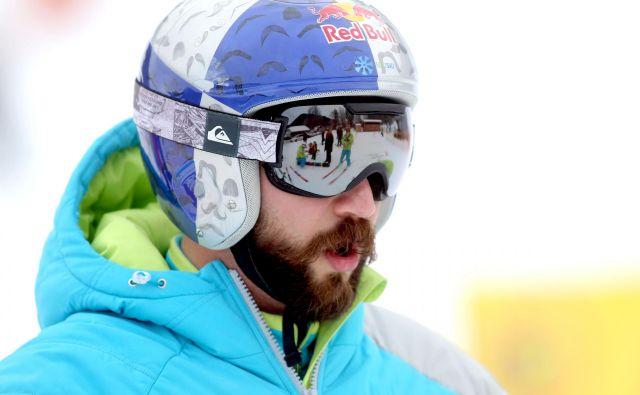 Slovenski predstavnik Filip Flisar je tekmo končal v osmini finala, potem ko je padel in obležal v snegu. FOTO: Roman Š�ipić