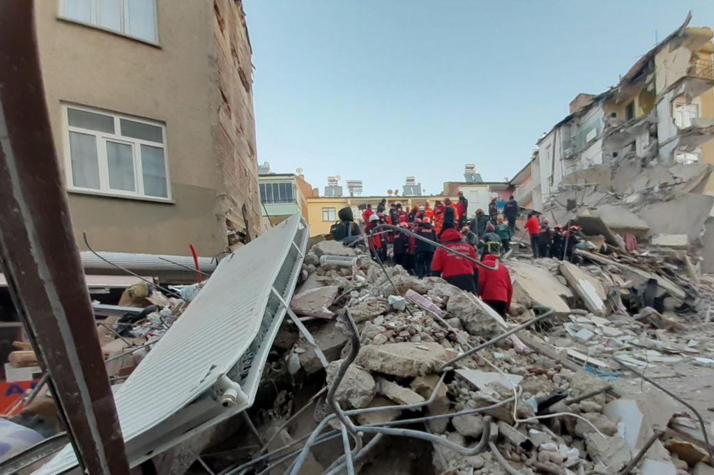 Po potresu v Turčiji najmanj 22 smrtnih žrtev