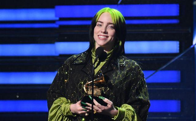 Debitantski album Billie Eilish <em>When We All Fall Asleep, Where Do We Go?</em> je postal najboljši album, pesem <em>Bad Guy</em><em> </em>pa so razglasili za najboljšo skladbo leta in najboljši posnetek leta. Pripadel ji je tudi grammy za najboljšega mladega izvajalca. FOTO: Robyn Beck/AFP