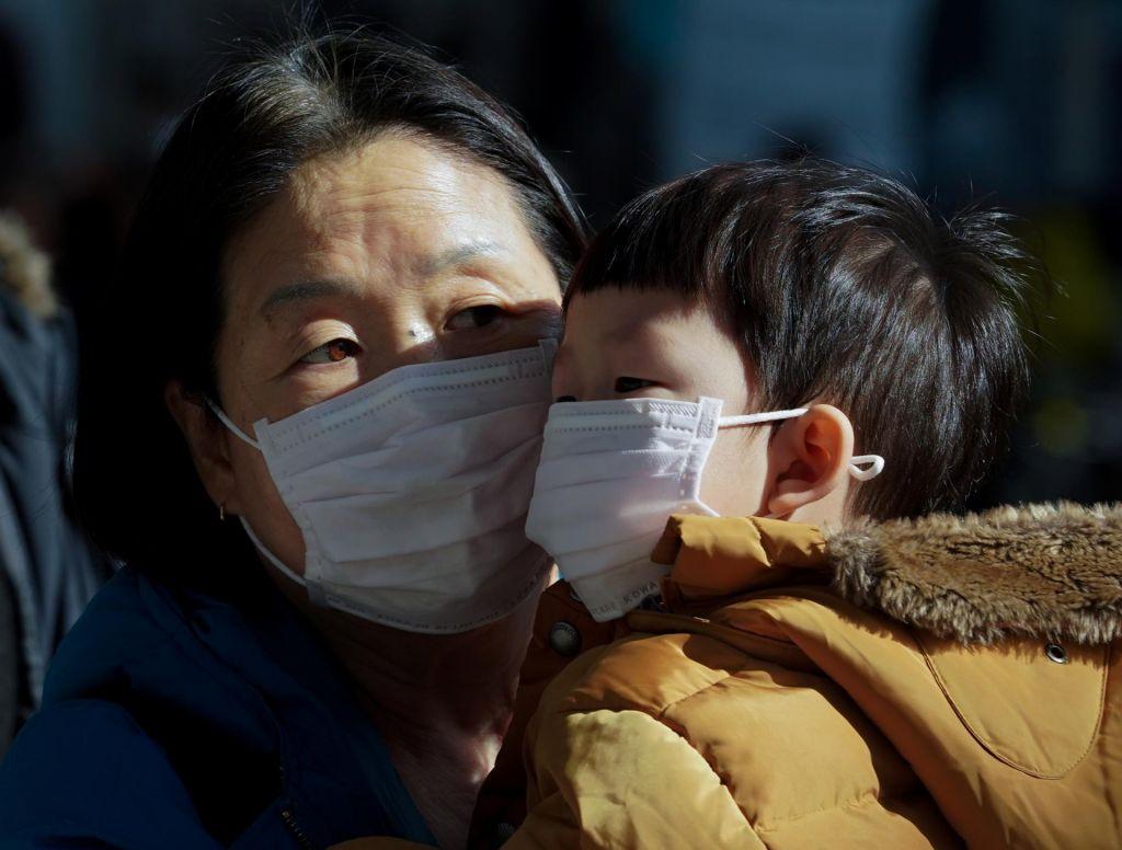 FOTO:Koronavirus se pospešeno širi, o sumu okužbe z virusom poročajo z Dunaja