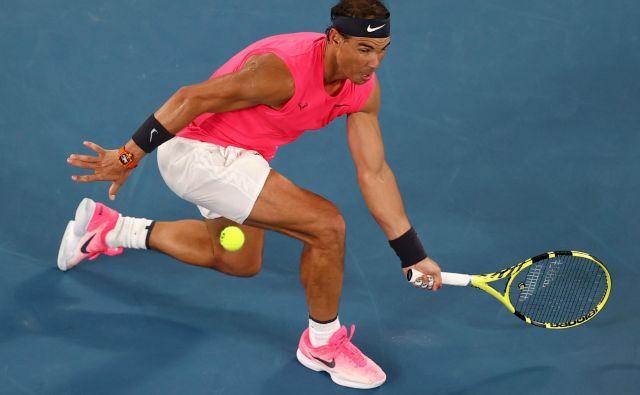 Rafael Nadal je bil v najpomebnejšem delu dvoboja v podaljšanih igrah spet izjemno zbran in natančen. FOTO: Reuters