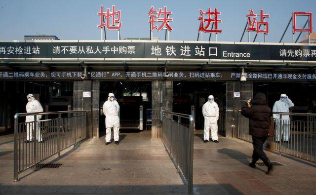 Kitajska državna komisija za zdravstvo je včeraj sporočila, da je okuženih več kot 2800 ljudi. FOTO: Reuters