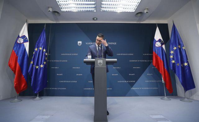 Ni nemogoče, da se Marjanu Šarcu ne zgodi usoda najmočnejšega italijanskega politika Mattea Salvinija, ki se je po poletni rušitvi vlade sam znašel v opoziciji. Če se bo izkazalo, da je novo koalicijo mogoče sestaviti, bo to priložnost prvak SDS Janez Janša gotovo izkoristil, jeziček na tehtnici, SMC, je enotna in odprta tudi za možnost nove koalicije. FOTO: Leon Vidic/Delo