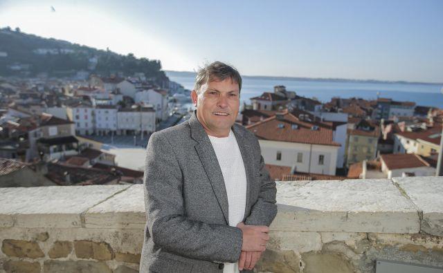 Zorko Bajc je tudi fotograf, popotnik, organizator kulturnih dogodkov in celo filmski producent. Foto Jože Suhadolnik