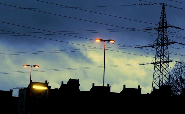 Energijo potrebujemo vsi, veliko ljudi pa je ne more plačati. FOTO: Roman Š�ipić/Delo