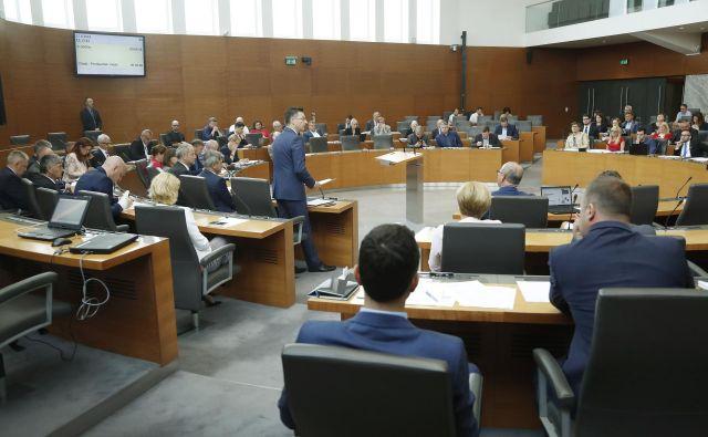 Da za stroške kampanje prispevajo tudi kandidati, je običajna praksa v političnih strankah, a je znesek redko določen. FOTO: Leon Vidic/Delo