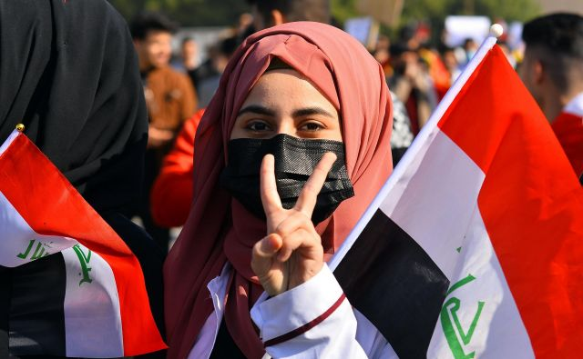 Protivladni protestniki vztrajajo na ulicah iraških mest dobre tri mesece. FOTO: AFP