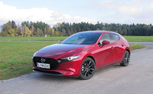 Mazda3 je z novo generacijo predvsem športnica, kar dokazujejo tudi njene poteze. FOTO: Blaž Kondža