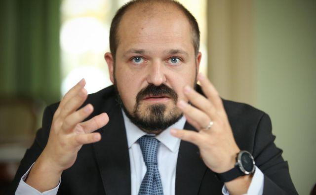 Janez Poklukar, generalni direktor UKC Ljubljana, skupaj s kolegi težko pričakuje sprejetje splošnega dogovora. FOTO: Jure Eržen/Delo