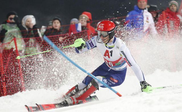 Štefan Hadalin je zmajeval z glavo tudi po svojem nastopu, polnem napak, na slalomu v Schladmingu. FOTO: AFP