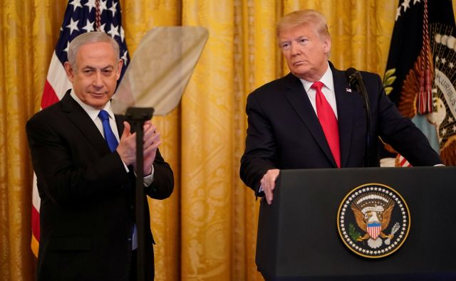 Benjamin Netanjahu z Donaldom Trumpom. FOTO: Joshua Roberts/Reuters