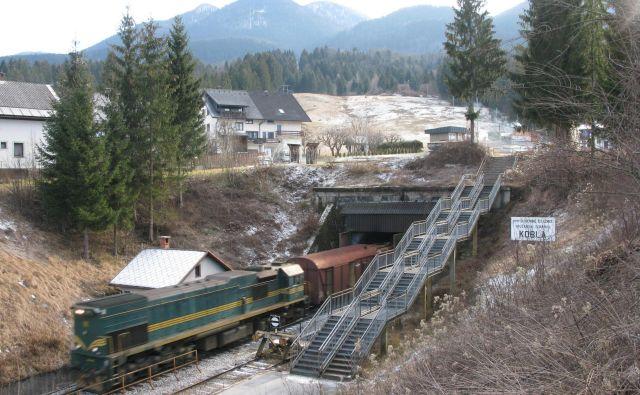 Spodnja postaja kabinske žičnice je locirana nad bohinjskim železniškim predorom. Foto Voranc Vogel