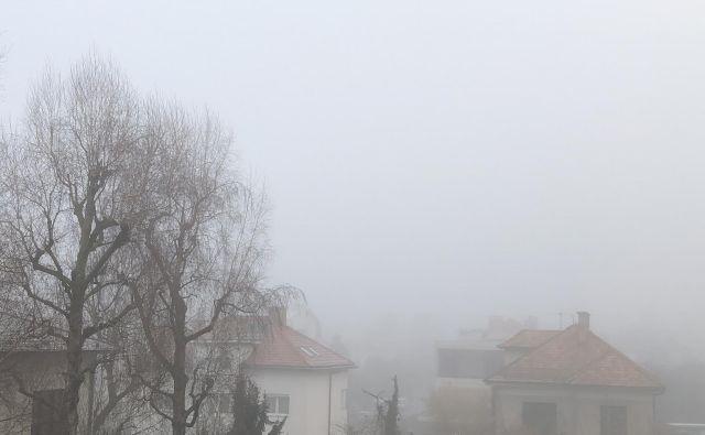 Najbolj onesnažen zrak v Sloveniji dihajo v Celju, Murski Soboti in Zagorju; dnevne vsebnosti prašnih delcev so v letu presežene več kot 35-krat. FOTO: Delo