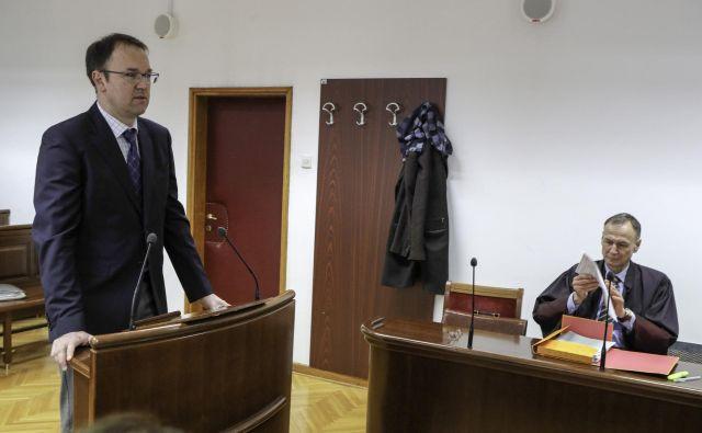 Tožilstvo je Birtiču očitalo kaznivo dejanje malomarnega zdravljenja bolnika med junijem 2012 in majem 2013, saj ga je zdravil zaradi vnetne bolezni pljuč namesto rakavega obolenja, ki je bilo konec leta 2013 za bolnika usodno. FOTO: Marko Feist