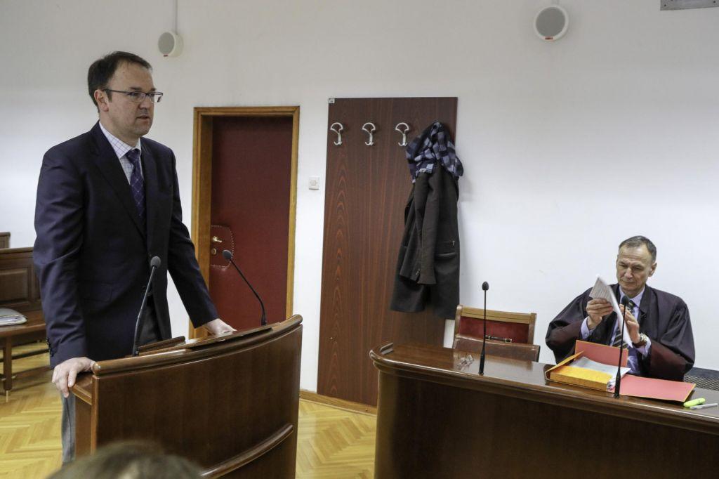Razveljavili oprostilno sodbo pulmologu Damjanu Birtiču