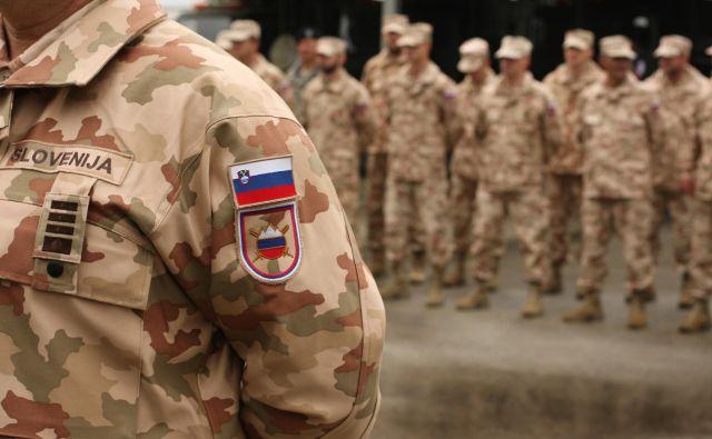 Prišel je ukaz za nadaljevanje usposabljanja iraških varnostnih sil in slovenski vojaki so se vrnili na dolžnost. FOTO: Jure Eržen/Delo