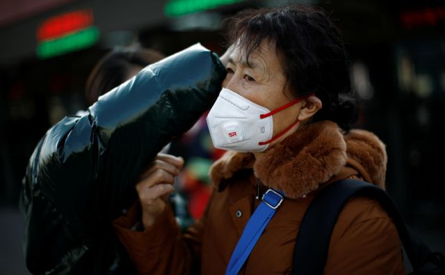Koronavirus marsikje povezujejo z raso.Foto Carlos Garcia Rawlins/Reuters