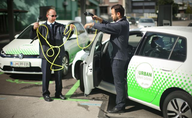 Po škofljiški občini je LPP prevoze na klic opravljal z električnimi eurbani. FOTO: Jure Eržen/Delo