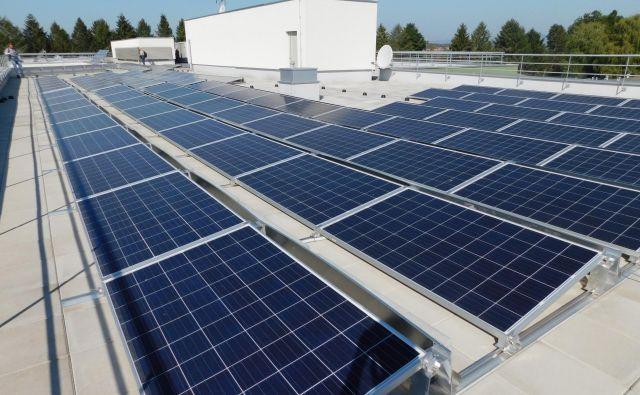 Sončne elektrarne se vse bolj kažejo kot poskus odgovora na onesnaženje iz zastarelih termoelektrarn na Balkanu. Foto Arhiv Dovolj Za Vse