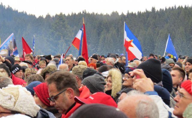 Ob obletnici legendarnega igmanskega marša se je na Velikem polju trlo ljudi. FOTO: Bojan Rajšek/Delo