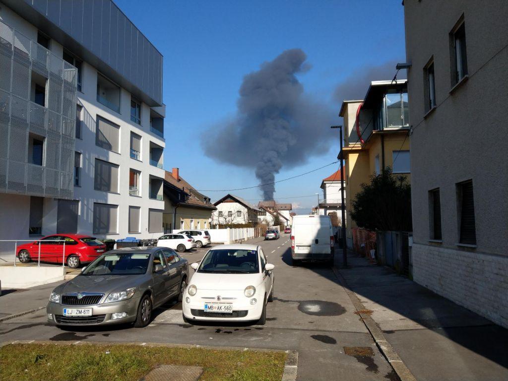 Zagorela plastična objekta ob livarni v Šiški